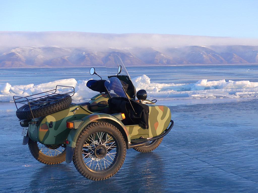 voyage-moto-russie-rouler-sur-le-baikal-en-hiver-ural.38